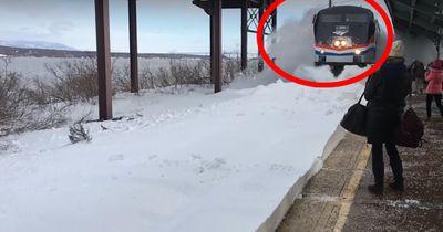 Das passiert, wenn ein Zug auf Schneemassen trifft