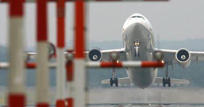 Warum müssen die Fensterläden beim Start und bei der Landung im Flugzeug offen sein?