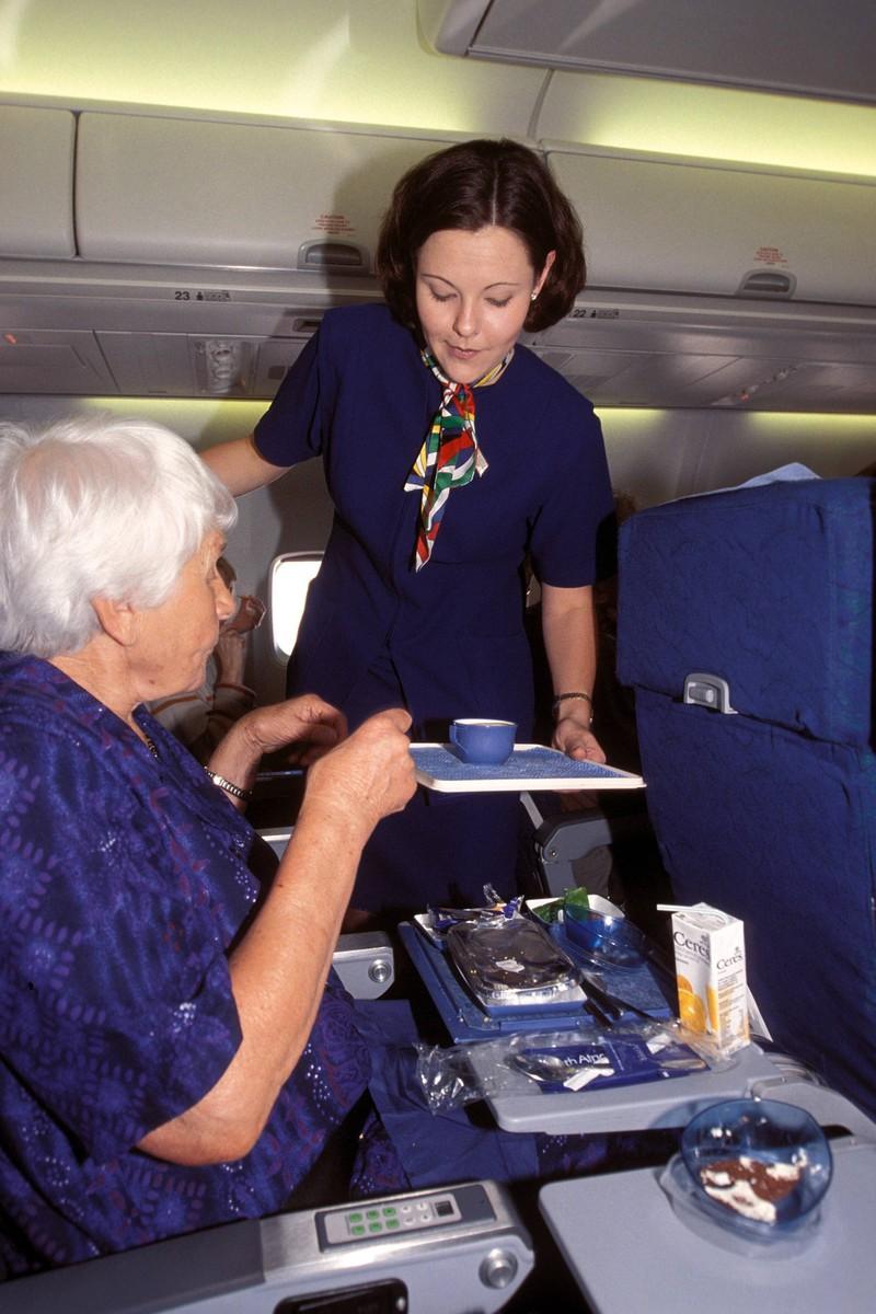 Auch Passagiere, die alleine reisen, haben Flugbegleiter im Blick.