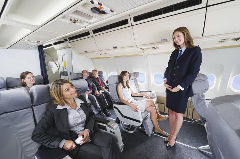 Das Flugpersonal muss darauf achten, in welcher Stimmung die Fluggäste sind.