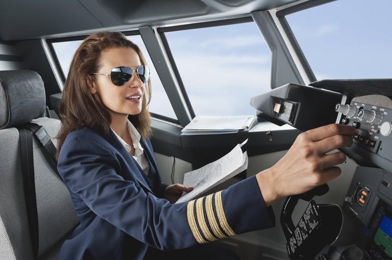 Das Flugpersonal sollten Passagiere nicht mit Stewardess und Steward ansprechen, das ist unhöflich.
