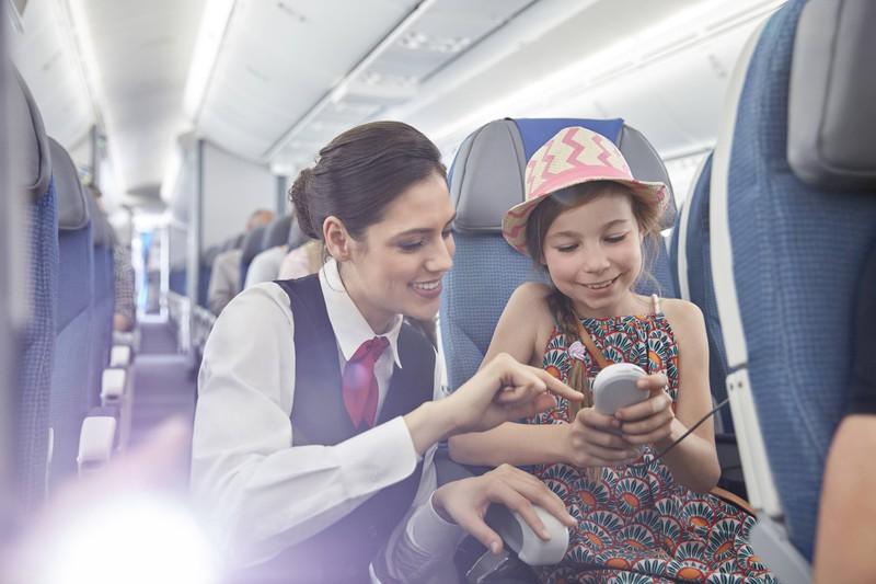 Flugpersonal achtet besonders auf Kinder und Senioren.