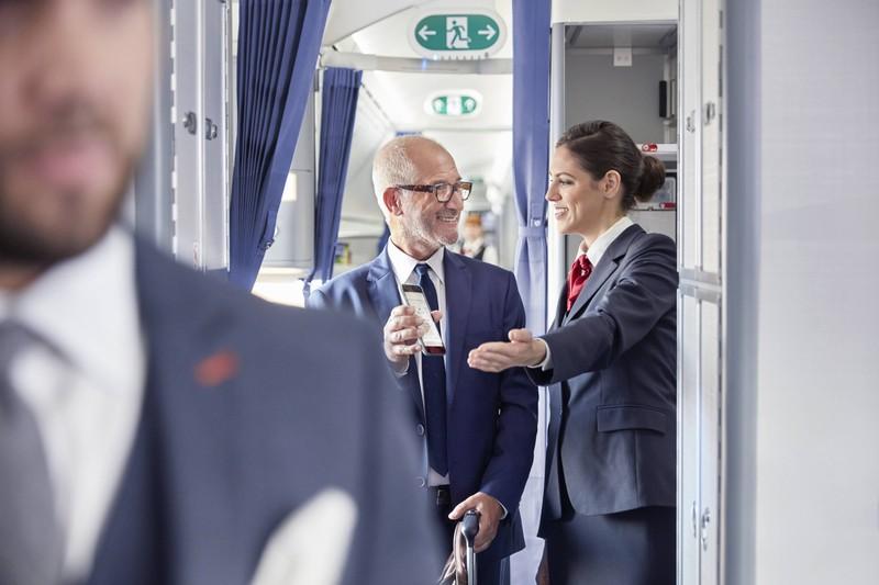 Passagiere, die nervös wirken, sollte das Bordpersonal beachten und gegebenenfalls helfen.
