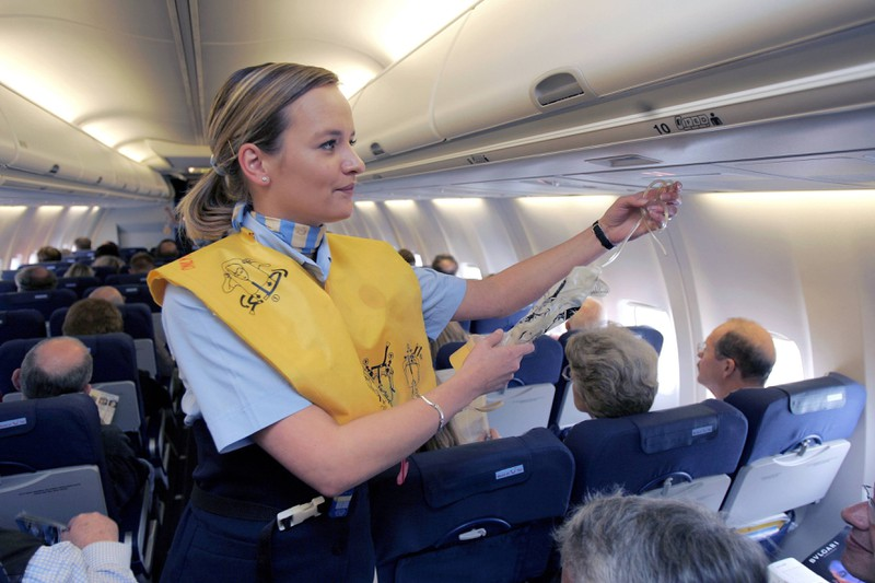 Stewardessen müssen potenziell gefährliche Passagiere im Auge behalten.