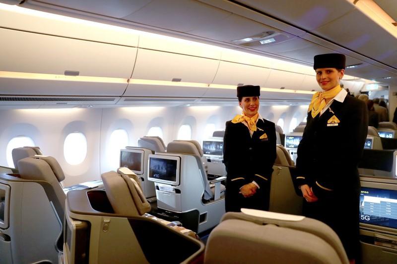 Wenn ein Flugbegleiter privat auf Reisen ist, will das Bordpersonal das wissen.