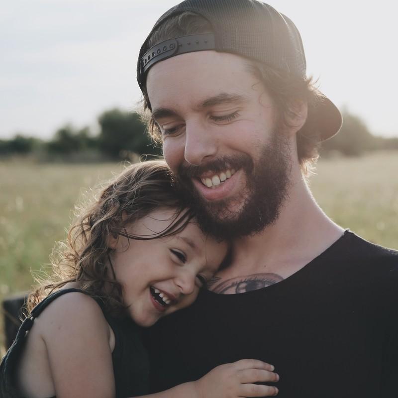 Der italienisch aussehende Papa ist stolz, wenn das Mädchen einen schönen Vornamen bekommt.