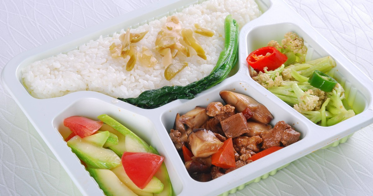 Essen im Flugzeug: Das solltest du auf keinen Fall essen!