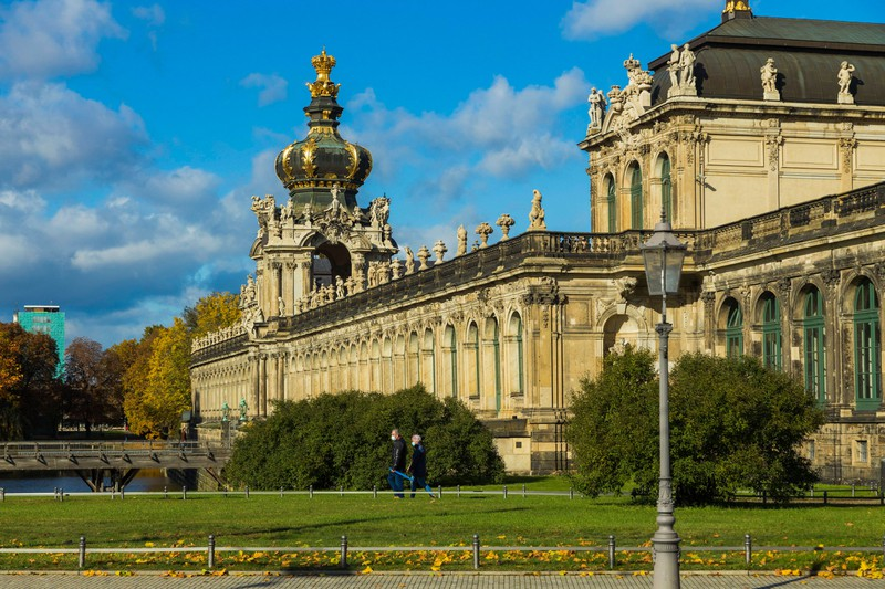 Der Zwinger liegt in Deutschland (Dresden).