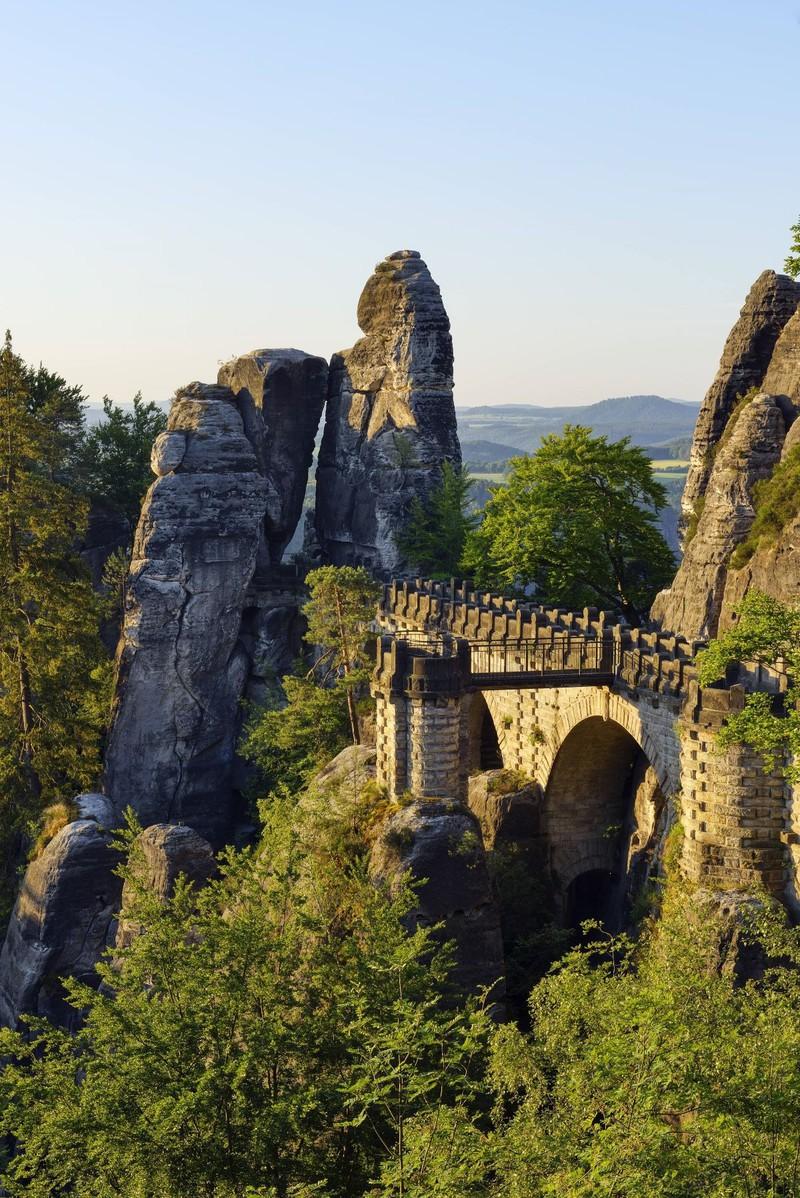 Wenn man an der Basteibrücke angelangt ist, denkt man, man ist in einer anderen Welt.