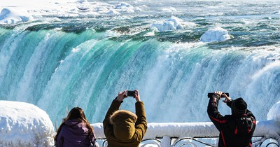 Es ist so kalt in Nordamerika, dass die Niagarafälle zugefroren sind