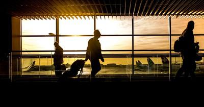 Flughafen: So kommst du schneller durch die Sicherheitskontrolle