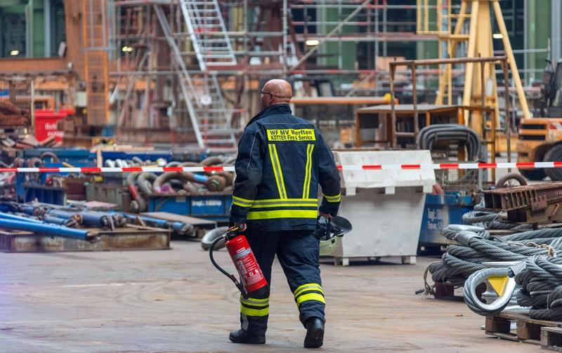 Für Notfällen müssen Löschteams auf Kreuzfahrtschiffen dabei sein.