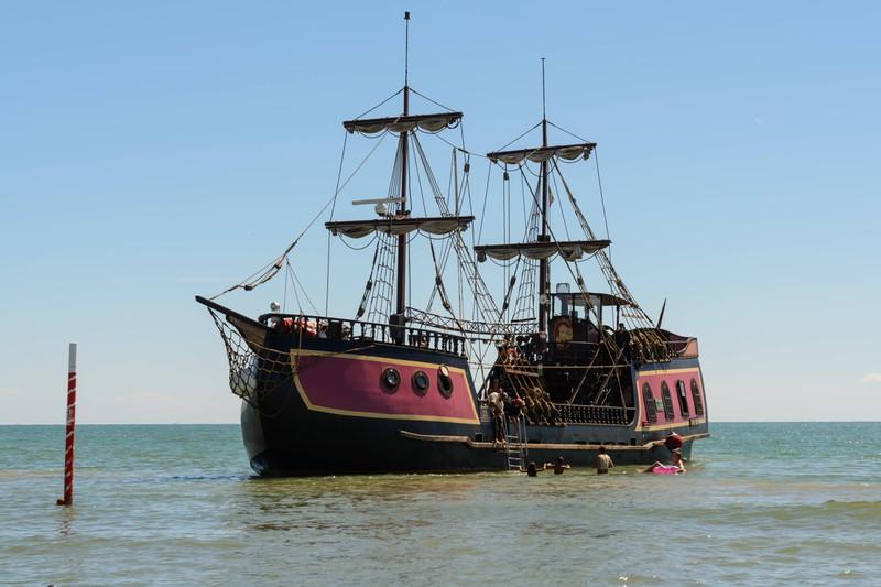 Piratenschiffe gibt es nicht nur in Geschichten, sondern auch in der Realität.