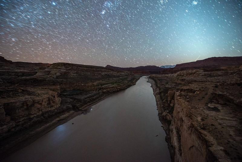 Auch den Stausee durch den Grand Canyon solltest du mal gesehen haben.