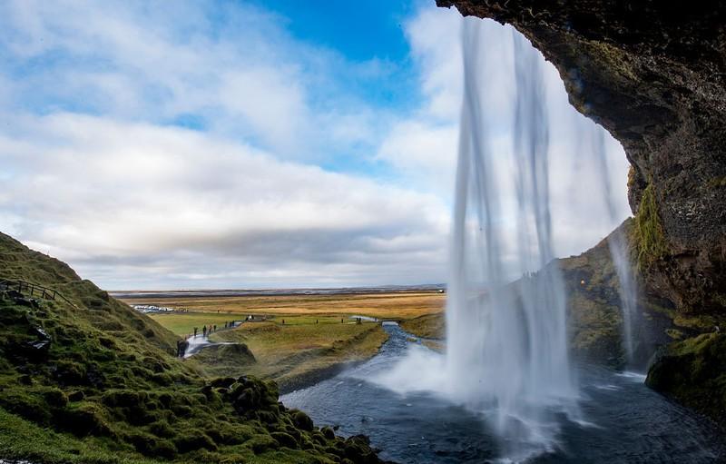 Den Seljalandsfoss Wasserfall solltest du auf deine Reiseliste packen!