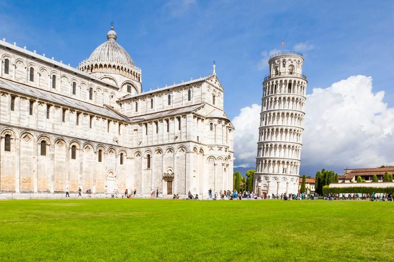 Die Hauptsehenswürdigkeit in Pisa ist natürlich der schiefe Turm und genau der Ort ist absolut überbewertet!