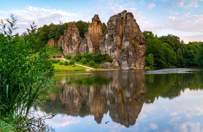 Die Externsteine in NRW sind ein magischer Ort in Deutschland