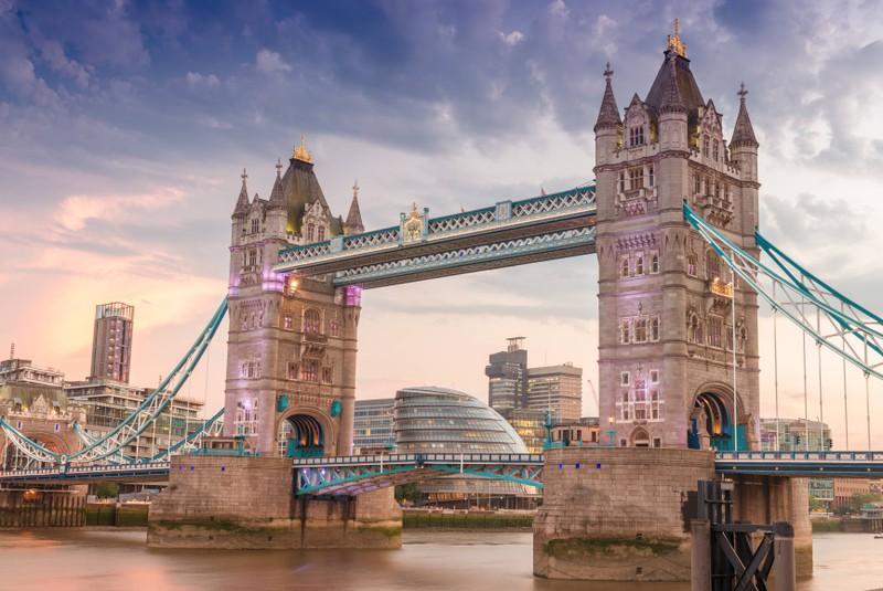 Zu sehen ist die Stadt London und die London Tower Bridge