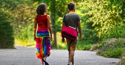Zehn Dinge, die man beim Reisen nicht tragen sollte