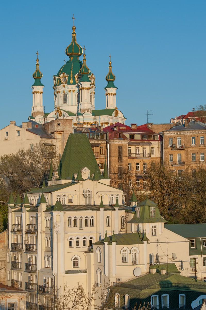 Man sieht Kiew und es geht um günstige Reisestädte in Europa.