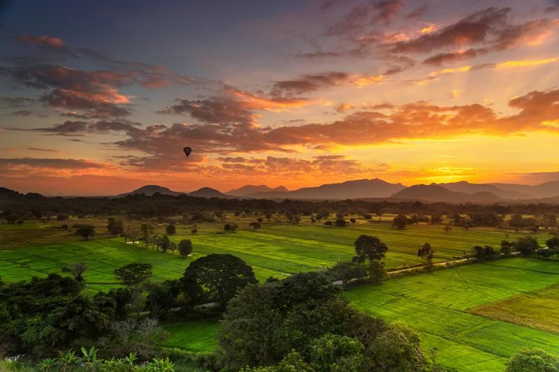 Man sieht Sri Lanka und es geht um günstige Reiseziele weltweit.