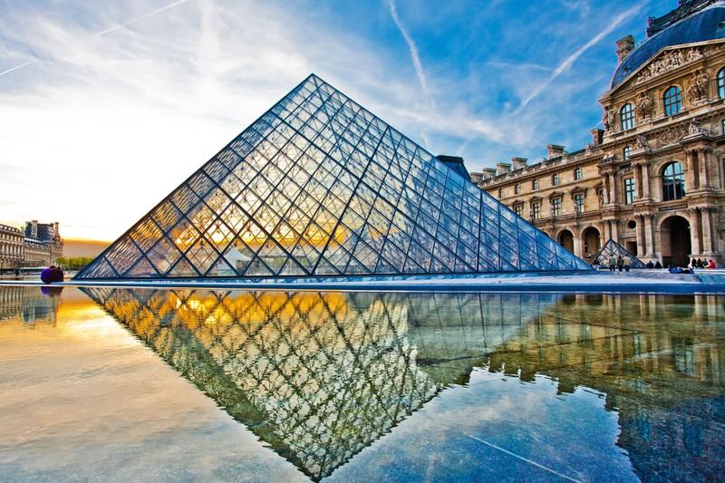Ein Land ist für die Glaspyramide bekannt. Aber welches?