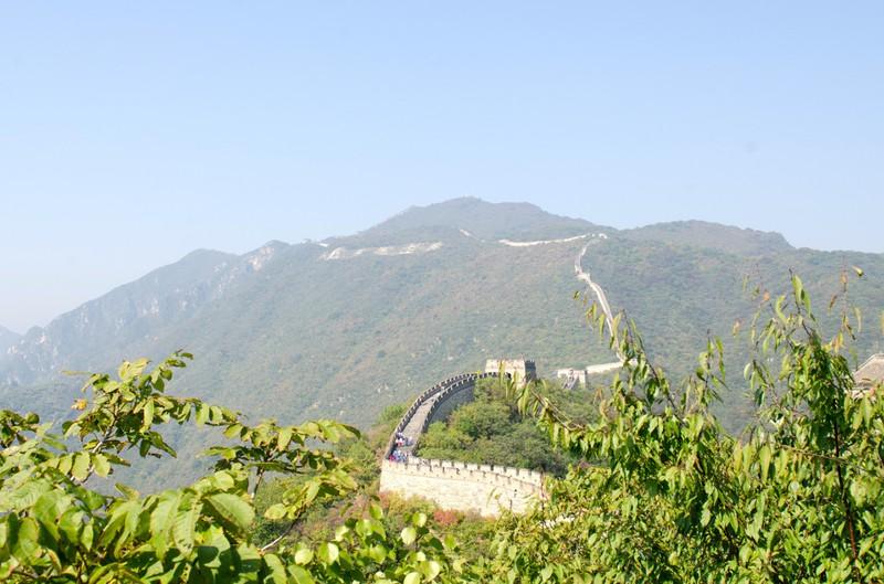 Eine kilometerlange Mauer ist die Sehenswürdigkeit in einem gesuchten Land.