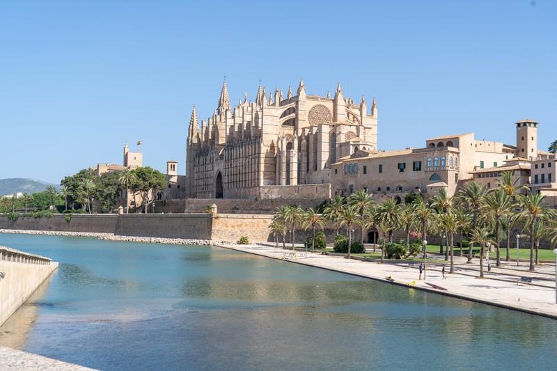 Es geht um die Kathedrale, die in einem Land steht, das erraten werden muss.
