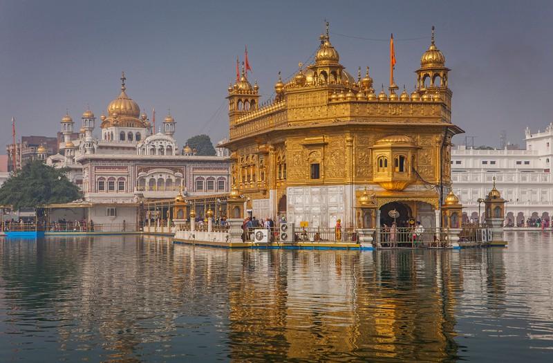 Man sieht den goldenen Tempel und es geht um ein Länder Quiz.