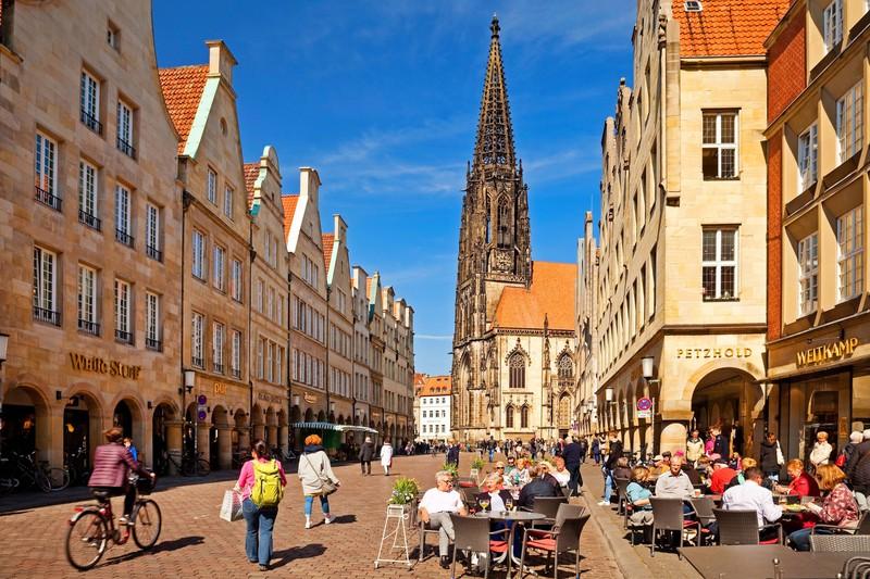 Eine der schönsten deutschen Städte ist Münster.