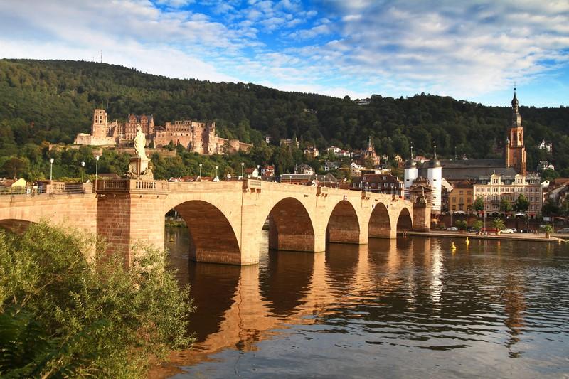 Heidelberg ist eine wunderschöne deutsche Stadt.