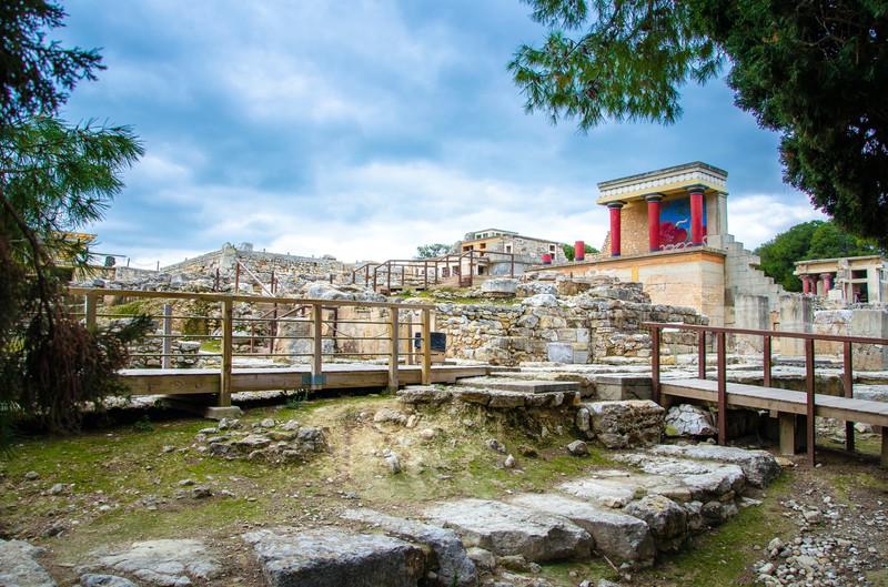Der antike Palast Knossos auf Kreta ist eine absolute Sehenswürdigkeit für Touristen.