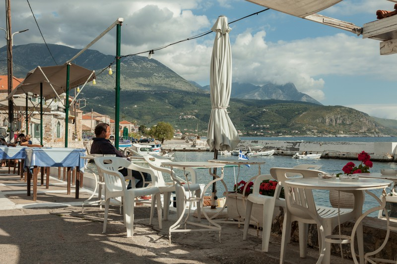 Dieses Bild zeigt eine typische griechische Kleinstadt wie Agios Nikolaos.