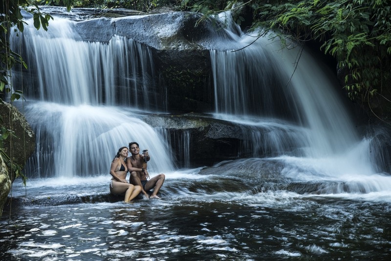 https://www.gettyimages.de/detail/foto/waterfall-lizenzfreies-bild/676474144