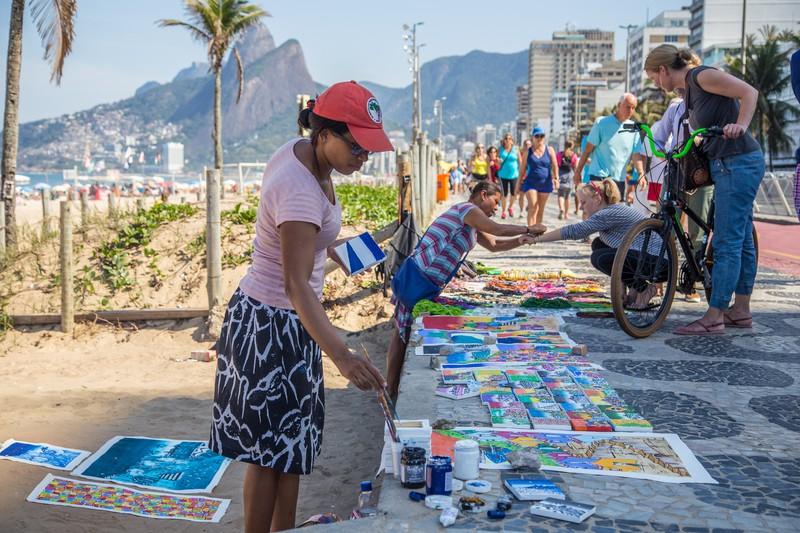 Strand von Ipanema und eine Künstlerin