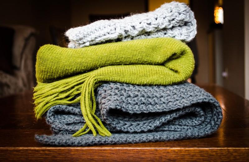 Schals, die auf Reisen zu Decken umfunktioniert werden können