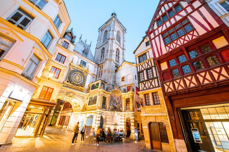 Rouen bei Nacht