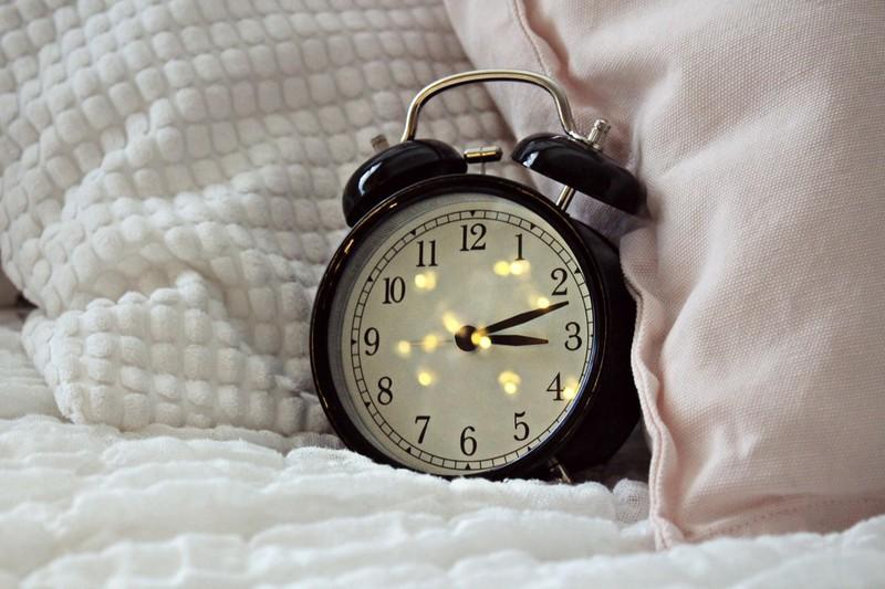Wecker, der bei der digitalen Auszeit statt dem Handy wecken kann