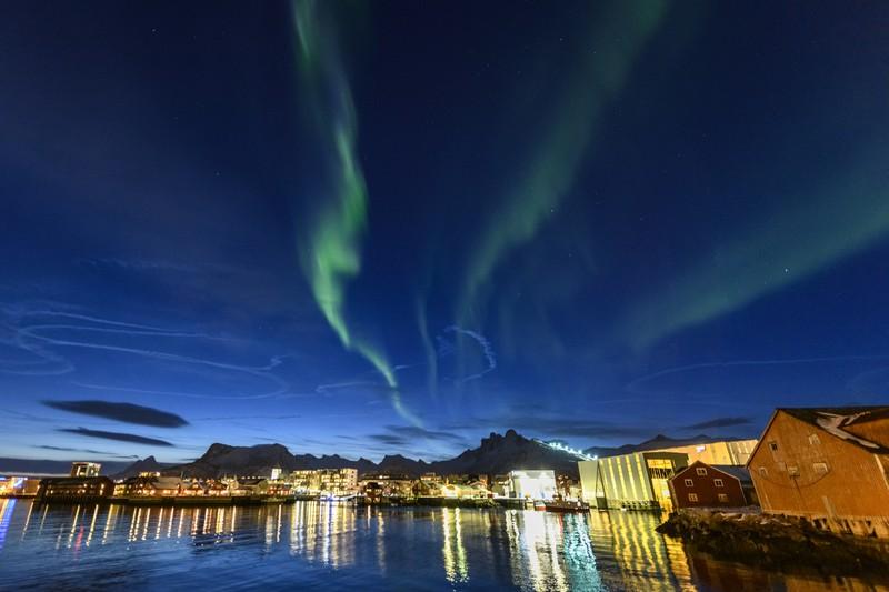 Nordlicht in Svolvaer auf den Lofoten in Nord-Norwegen