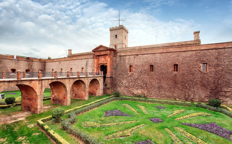 Das Schloss Montjuïc zeigt, dass es in Barcelona mehr als nur Fußball zu sehen gibt.