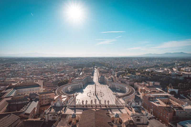 Der Petersplatz in Rom ist ein unvergesslicher Anblick.