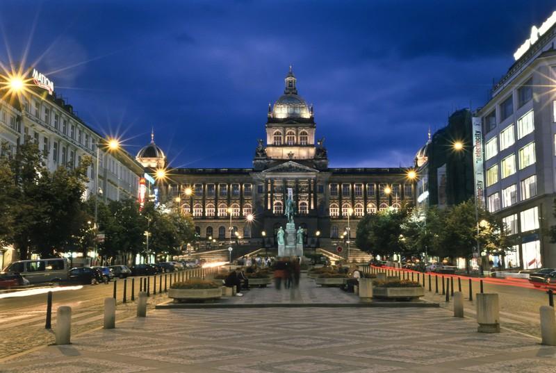 Der Wenzelsplatz in Prag zieht mit seiner Schönheit in den Bann