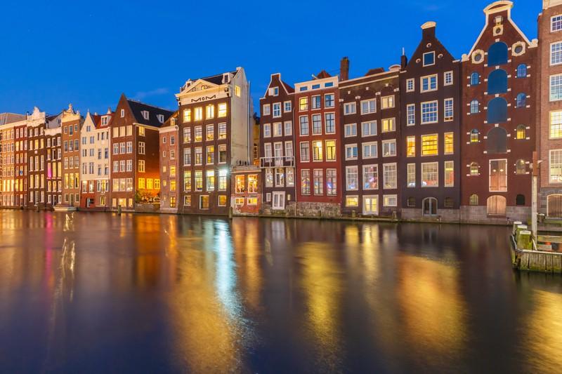 Die schön anzusehenden Kanäle in Amsterdam bieten einen unvergesslichen Anblick.