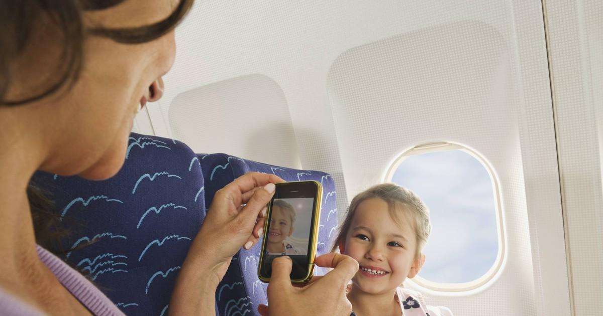 Was passiert, wenn das Handy im Flugzeug nicht im Flugmodus ist?