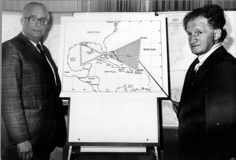 Man sieht eine Karte des Bermuda-Dreiecks, dass während eines Fluges nicht gemieden wird