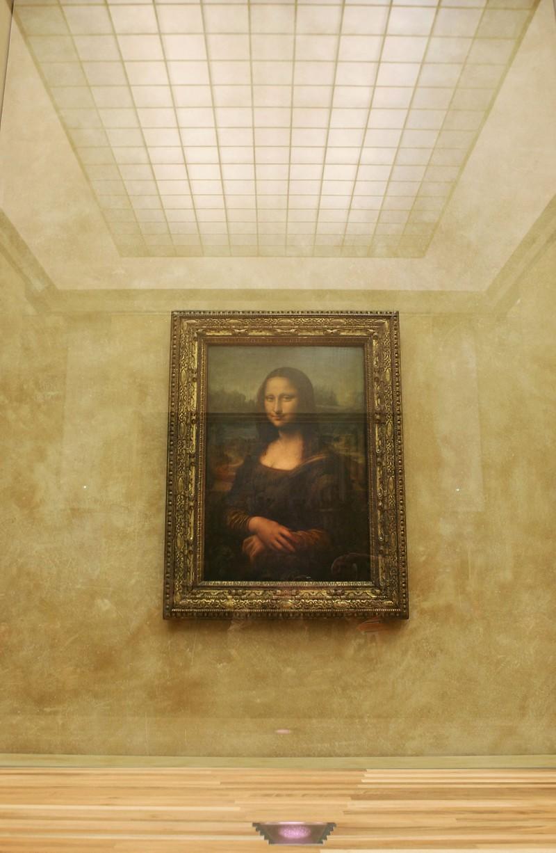 """Eine begehrte Sehenswürdigkeit und ein schönes Reise-Ziel in Europa: Die """"Mona Lisa"""" im Louvre"""