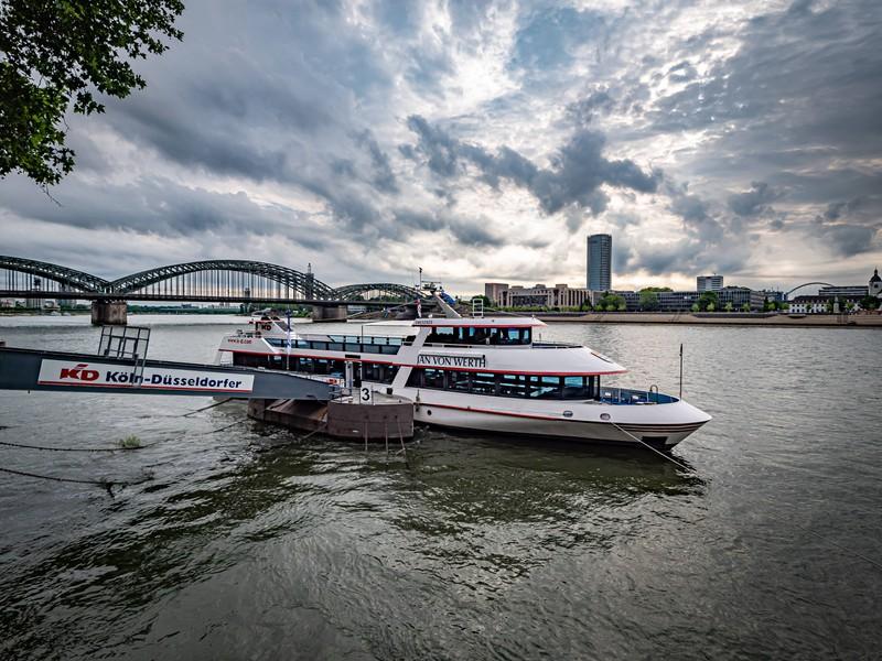 Der Rhein ist der längste Fluss Deutschlands.