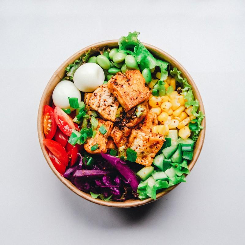 Um schlank im Urlaub zu bleiben sollte man lieber Salat essen