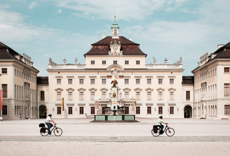 Um schlank im Urlaub zu bleiben sollte man statt mit dem Taxi lieber fahrrad fahren