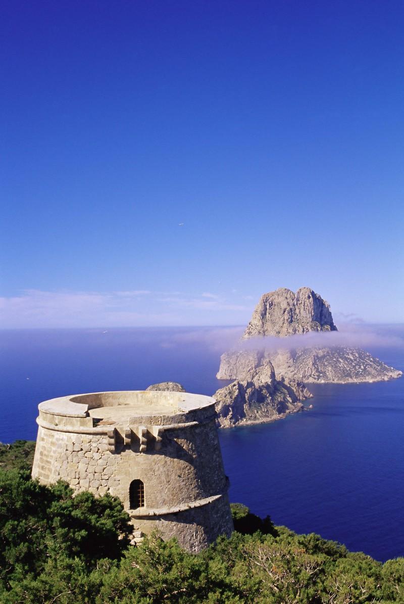 Ibiza liegt nur 154 km von Mallorca entfernt